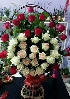 Beautiful Flowers Wallpapers, Beautiful Rose Flowers, Amazing Flowers, Flowers For Girlfriend, Good Night Flowers, Rose Flower Wallpaper, Flower Arrangements Simple, Church Flowers, Red Rose Bouquet