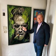 Glowing Arnie (Arnold Schwarzenegger Museum) Arnold Schwarzenegger, Fitness Gym, Fitness Motivation, Graffiti Workshop, Beast Mode, Urbane Kunst, Museum, Urban Art, Humor