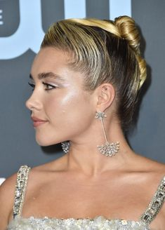 Celebrity News, Hair & Fashion The Best Red Carpet Hairstyles Of 2020 - StyleBistro Don't Buy A Down Protective Hairstyles For Natural Hair, Easy Updo Hairstyles, Updos, Natural Hair Styles, Short Hair Styles, Choice Awards, Lomg Hair, Gorgeous Hair, Beautiful