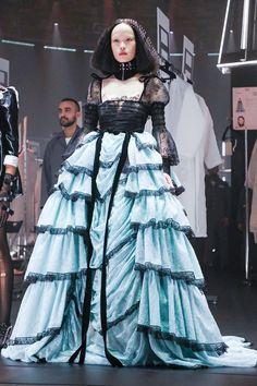Gucci F/W 2020 Runway Milan Fashion Week - Every Look Gucci Fall/Winter 2020 Fashion 2020, Runway Fashion, Fashion Art, High Fashion, Fashion Show, Milan Fashion, Gucci Fashion, Classy Fashion, Fashion Weeks