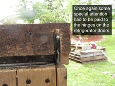 Awesome Rustic Cooler From Broken Refrigerator and Pallets: 11 Steps (with Pictures) Wood Cooler, Patio Cooler, Diy Cooler, Wood Shop Projects, Woodworking Projects Diy, Pallet Projects, Homemade Cooler, Diy Rocket Stove, Backyard Water Fountains