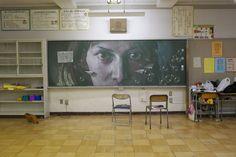 子供の心を鷲掴み!小学校の黒板をジャックしちゃう武蔵野美術大学のチョークアート集