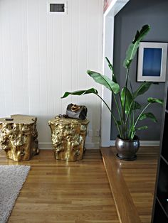 I am going to have to try and DIY gold stump side table for my reading nook... ohhhhh yes!
