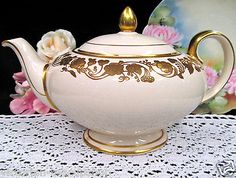 SADLER TEAPOT FULL SIZE VINTAGE SHAPE WITH RAISED GOLD GILT FLOWERS TEA POT