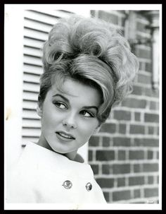 Vintage Hairstyles For Prom Ann-Margret---so to my hairstyle for my senior prom in but not quite so sophisticated :) - Hollywood Glamour, Old Hollywood, Selena Gomez, Ann Margret Photos, Pelo Retro, Pelo Vintage, Vintage Updo, 1960s Hair, My Hairstyle