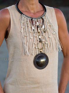 Chic tribal naturel : spectaculaire plastron  d'inspiration ethnique, un bijou…