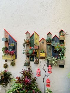Turn pallet / reclaimed wood pieces into clever little birdhouse style wall plante … - Holzarbeiten Garden Crafts, Garden Projects, Home Crafts, Wood Projects, Birdhouse Designs, Pallet Creations, Driftwood Art, Handmade Home Decor, Yard Art