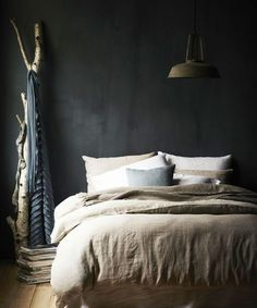 Match made in heaven: dark walls in the bedroom with a light linen duvet - Roomed - Match made in heaven: dark walls in the bedroom with a light linen duvet – Roomed - Dream Bedroom, Home Bedroom, Bedroom Decor, Bedroom Wall, Bedroom Ideas, Charcoal Walls, Charcoal Bedroom, Home Republic, Casa Clean
