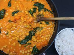 Kuřecí kari s batáty, špenátem a cizrnou Curry, Ethnic Recipes, Food, Curries, Essen, Meals, Yemek, Eten
