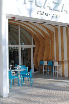 #Cafeteria #Terraza #contemporaneo #contract via @planreforma #techo #sillas #mesas de comedor
