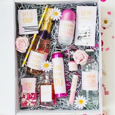 Bride-to-be survival kit - 31 Budget Hen Party Games and Ideas Hen Party Survival Kit, Survival Supplies, Survival Kits, Survival Videos, Survival Hacks, Survival Prepping, Hen Party Gifts, Hen Do Party Bags, Bachelorette Party Themes