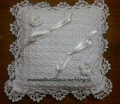 cuscino portafedi uncinetto schemi e spiegazioni passo a passo e tutorial per realizzare a mano un accessorio per il giorno del matrimonio unico e originale