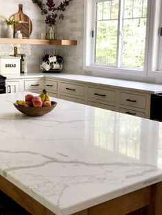 Do you love the look of marble countertops? Consider quartz that looks like marble for a maintenance free and affordable marble alternative. countertops, Affordable Quartz that Looks Like Marble Kitchen Redo, New Kitchen, Kitchen Ideas, Kitchen Island Countertop Ideas, Countertop Types, Engineered Stone Countertops, Paint Countertops, Cambria Countertops, Best Kitchen Countertops