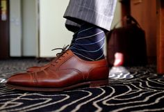 Great combo: brown shoe, blue socks, light grey suit (minus the pinstripes) Sharp Dressed Man, Well Dressed Men, Sock Shoes, Shoe Boots, Men's Shoes, Men Boots, Fashion Socks, Mens Fashion, Men Dress