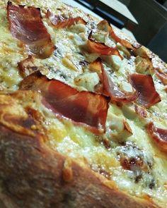 """65 """"Μου αρέσει!"""", 1 σχόλια - Mrs Pizza (@mrspizza_1992) στο Instagram: """"Νεα γευση μονο για εσας! Πιτσα με μπαρμπεκιου σως.Απολαυστε την 🍕❤️🔝 #pizzadough #pizzeria…"""""""