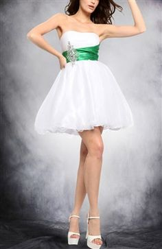 White Strapless Mini Tulle Homecoming Dresses Style Code: 05991 $99 Order this homecoming dress here: http://www.outerinner.com/white-strapless-mini-tulle-homecoming-dresses-pd-05991-8.html #homecoming #homecomingdresses #outerinner