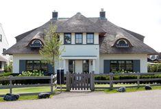 Villa De Bongherd staat met de rieten kap voor de rijke romantiek van het landelijke leven.