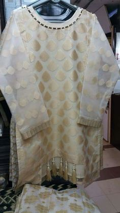 Kurti Sleeves Design, Sleeves Designs For Dresses, Neck Designs For Suits, Kurta Neck Design, Dress Neck Designs, Sleeve Designs, Pakistani Fashion Casual, Pakistani Dresses Casual, Pakistani Dress Design