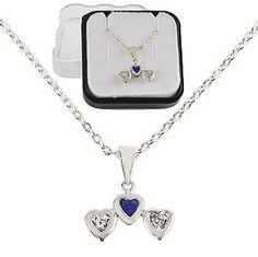 Gargantilha folheada a prata e pingente contendo 3 corações c/ strass (cores sortidas)