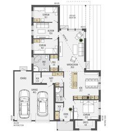 Almenäs ist ein elegantes und stilvolles Haus das sich sehr gut für kleinere Grundstücke eignet. Die integrierte Garage bietet ausreichend Platz für zwei Autos und darüber hinaus Stellfläche für Fahrräder und Gartengeräte. Direkt vor der Längsseite des Bungalows lässt sich hervorragend eine Terrasse, im Windschatten der Garage, platzieren. Die zweite Terrasse ist überdacht und direktLäs mer