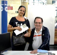 """O escritor e dramaturgo Benedito Ruy Barbosa foi ao Poupatempo Sé acompanhado por sua secretária Elizabete Araújo no horário agendado para renovar sua CNH. Mais conhecido como autor de telenovelas, sua estreia foi na TV Tupi, em 1966, com """"Somos Todos Irmãos"""". De lá para cá, foram dezenas de sucessos na telinha. Seu último trabalho como autor de novelas foi em 2016, com """"Velho Chico"""" da Rede Globo. Siga o exemplo de cidadania de Benedito Ruy Barbosa e mantenha os documentos atualizados… Tv, Citizenship, Writer, Celebs, Tvs, Television Set"""