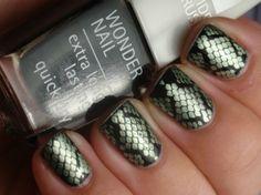 Snakeskin manicures - Snakeskin design from the Bundle Monster 215 plate