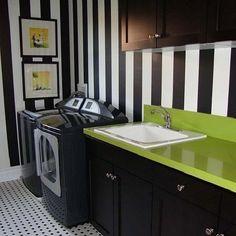 #interior #interiordesign #interiordecor #decorhome #homedesign #interiores #decoração #decor #detail #style #contemporary #concept #laundry #lavanderia #design #washer #colorful #black #white #green #wall #covered #wallpaper #inspiration #instacool #instagood #instadaily #Padgram