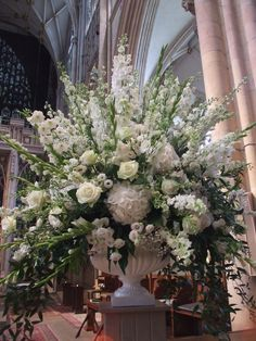 Ideas wedding church flowers pedestal shape for 2019 - Wedding Wedding Ceremony Ideas, Church Wedding Flowers, Altar Flowers, Church Wedding Decorations, Funeral Flowers, Wedding Centerpieces, Silk Flowers, Large Flower Arrangements, Wedding Flower Arrangements