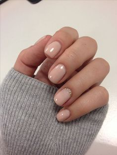 If you like natural and clean looks, a nude/pink manicure goes with any outfit or jewelry. You may love the look of your short nails otherwise you can have acrylic short nails to achieve the look you want for special events. Acrylic nails or fake nails do How To Do Nails, My Nails, Blush Nails, Manicure For Short Nails, Jewel Nails, Nude Nails With Glitter, Simple Gel Nails, Cute Gel Nails, Gems On Nails