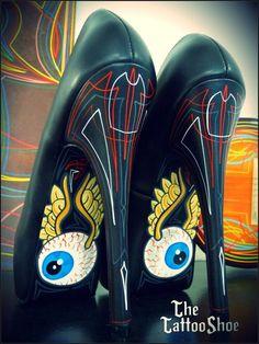 Don't look back heels Crazy Shoes, Me Too Shoes, Pinstripe Art, Pinstriping Designs, Garage Art, Kustom Kulture, Airbrush Art, Shoe Art, Painted Shoes