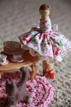we bloom here: Making Peg Dolls: Clothespeg Ladies
