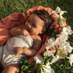 I want the baby. Cute Mixed Babies, Cute Black Babies, Beautiful Black Babies, Cute Little Baby, Baby Kind, Pretty Baby, Beautiful Children, Little Babies, Cute Babies