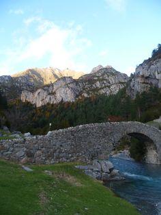 Puente románico de Bujaruelo (Huesca)
