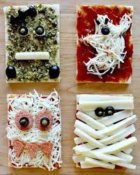 Homemade Halloween Pizza Idea - Fun for Kids to Make, Create, and Bake. Halloween Snacks, Halloween Pizza, Halloween Themed Food, Halloween Dishes, Healthy Halloween, Halloween Goodies, Homemade Halloween, Holidays Halloween, Spooky Halloween