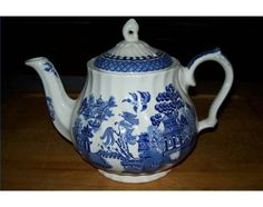 History of Blue Willow China Blue Willow Decor, Blue Willow China, Blue And White China, Blue China, Chinoiserie, Blue And White Dinnerware, Blue Dinnerware, Blue Dishes, Vintage China