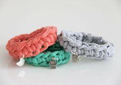 Crocheted bracelet with bead.    gehaakte armband met bedel Zpagetti -  9,50