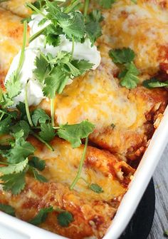 Classic Chicken Enchiladas Best Chicken Enchilada Recipe, Homemade Enchilada Sauce, Chicken Enchiladas, Chicken Recipes, Great Recipes, Dinner Recipes, Favorite Recipes, Mexican Dishes, Mexican Food Recipes