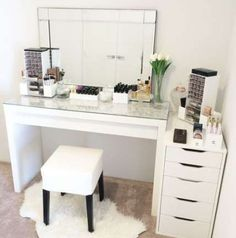 Trendy makeup storage dresser vanity tables are in the right place about makeup hacks Here we offer you the most beautiful pictures about the bridesmaid makeup you are looking for. When you examine the Trendy makeup storage dress Makeup Storage Dresser, Good Makeup Storage, Dresser Vanity, Make Up Storage, Vanity Room, Vanity Decor, Vanity Ideas, Makeup Organization, Storage Ideas