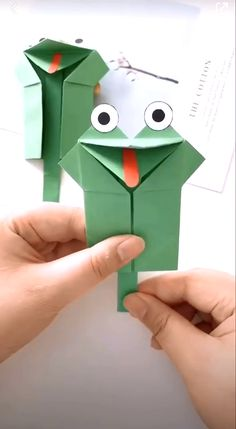 Paper crafts are really cool with their fine designs illustrating some of the best of creative ideas. Enjoy it! # origami paper art How to Make a Paper Frog Toy Paper Crafts Origami, Paper Crafts For Kids, Craft Activities For Kids, Paper Crafting, Fun Crafts, Summer Crafts, Preschool Crafts, Diy Crafts For Kids Easy, Handmade Cards