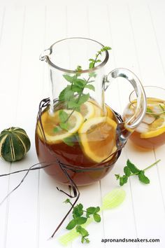 Simple Lemon & Lime Tea w/ Mint: Cold infusion:5 tea bags in teapot w/cold water.Put in fridge for 2-5 hrs. Hot infusion:Infuse bags in teapot hot water 15 min.Ad rest of cold water,1/2 lemon, juice,1/2 lime, juice,honey or sugar (or both.) fresh mint leaves.Fill pitcher w/ ice. Serve cold. Makes 1 qt gm