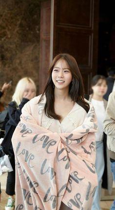 Seungyeon Kara, Han Seung Yeon, Korean Actors, The Twenties, Actors & Actresses, Super Cute, Ruffle Blouse, Sari, Asian