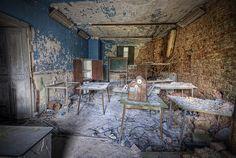 Abandoned Castle - Belgium by kleiner uRbEx hobbit, via Flickr