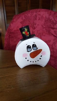 Lil' snowman face by Debra Jasper Snowman Crafts, Summer Crafts, Christmas Projects, Holiday Crafts, Fun Crafts, Holiday Decor, Painted Bricks Crafts, Brick Crafts, Painted Pavers