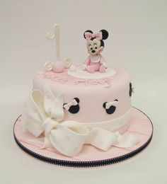 Minnie Mouse cake.: