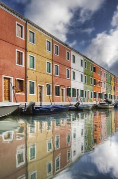 ✯ Colorful Houses and Boats