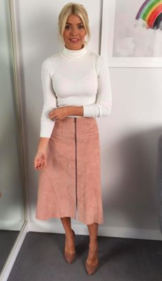 """Holly teamed a blush-hued suede <a rel=""""nofollow"""" href=""""https://www.lkbennett.com/product/CSRIALEATHERPinkBlush~Ria-Leather-Skirt-Blush?gclid=EAIaIQobChMIqaypjpOg1wIVybztCh3kHAKxEAYYASABEgK92PD_BwE"""">skirt</a> by LK Bennett with a cream knit by Marks and Spencer."""