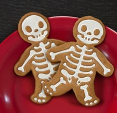 Amazon.com: Fred and Friends Gingerdead Men Cookie Cutter/Stamps: Kitchen & Dining - use royal icing for the bones