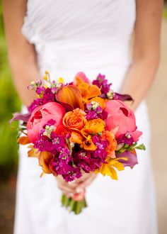 GORGEOUS colouring! Coral #peonies, roses, mini callas, stocks. Love it! #wedding #bouquet