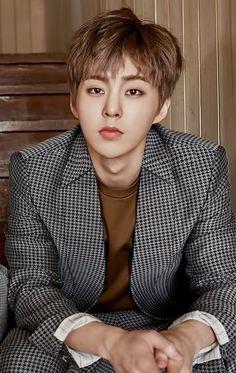 Ashley // 20 // EXO and other kpop groups I like // Kyungsoo trash Kim Minseok Exo, Kpop Exo, Exo Chanyeol, Exo K, Kyungsoo, Exo Album, Xiuchen, Kim Min Seok, Look Magazine