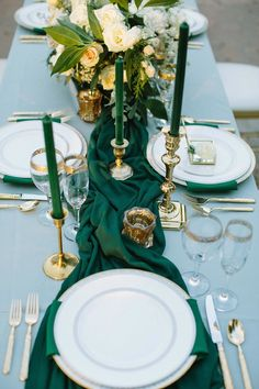 This is the perfect tablescape idea for wedding! The table décor idea is great for a green and grey color scheme. Check out more of this Panton Color of the Year Greenery shoot! Dallas Fort Worth Texas Wedding Planner | Shannon Ro